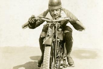 Richard Rau beim Training zu den Internationalen Motorradrennen auf der Avus, 20. September 1924 © Stadtmuseum Berlin | Foto:Hans Wolter